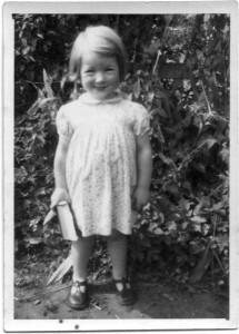 Kathleen Jones, bookworm (Medium)